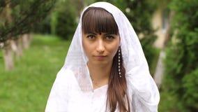 Porträt einer Frau im Saree stock video