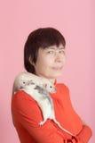 Porträt einer Frau mit Ratten Stockfotografie