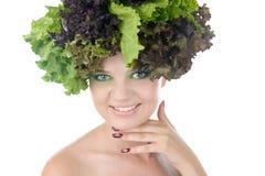 Porträt einer Frau mit Salat in gehabt getrennt auf klarem weißem Hintergrund Lizenzfreies Stockfoto