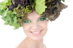 Porträt einer Frau mit Salat in gehabt getrennt auf klarem weißem Hintergrund Lizenzfreies Stockbild