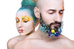 Porträt einer Frau und des Mannes mit kreativem buntem Make-up Lizenzfreie Stockbilder