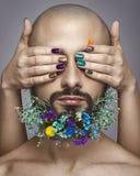 Porträt einer Frau und des Mannes mit kreativem buntem Make-up Stockbild