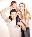 Porträt einer glücklichen Familie lizenzfreie stockfotografie
