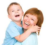 Porträt einer glücklichen Mutter mit ihrem Sohn stockbild