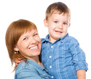 Porträt einer glücklichen Mutter mit ihrem Sohn stockfotografie