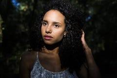 Porträt einer jungen afroen-amerikanisch Frau Lizenzfreie Stockbilder