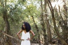 Porträt einer jungen afroen-amerikanisch Frau Stockfoto