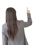 Porträt einer jungen asiatischen Frau, die von der Rückseite zeigt und vorwählt Lizenzfreie Stockfotos