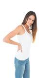 Porträt einer jungen Frau, die unter Rückenschmerzen leidet Stockbilder