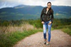 Porträt einer jungen Frau im Freien Lizenzfreies Stockfoto