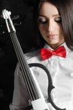 Porträt einer jungen Frau mit einer Violine Stockfoto
