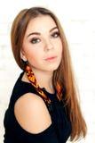 Porträt einer jungen Frau mit perfektem Make-up Lizenzfreie Stockfotos