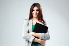 Porträt einer jungen glücklichen Studentenfrau mit Buch Lizenzfreie Stockbilder