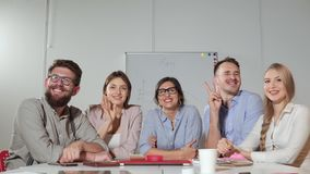 Porträt einer kleinen Geschäftsgruppe stock video