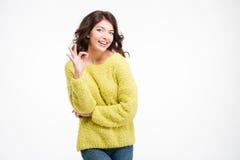 Porträt einer lächelnden Frau, die okayzeichen zeigt Stockfotografie