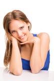 Porträt einer lächelnden jungen Frau Lizenzfreie Stockfotos