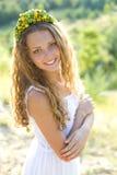 Porträt einer lächelnden jungen Schönheit Stockbild