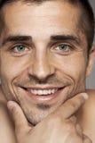 Porträt einer lächelnden Mannnahaufnahme Stockbild