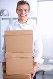 Porträt einer Person mit beweglichem Kasten und anderem Lizenzfreie Stockfotos