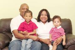 Porträt einer schönen afrikanischen Familie lizenzfreie stockbilder