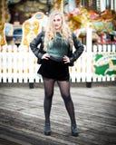 Porträt einer schönen blonden Jugendlichen im Leder Lizenzfreie Stockfotografie