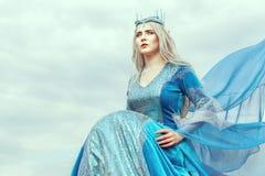 Porträt einer schönen Elfe der jungen Frau Stockfotografie