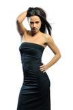 Schöne erwachsene Sinnlichkeitsfrau im schwarzen Kleid Lizenzfreies Stockfoto