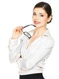 Glückliche lächelnde Frau mit Gläsern in den Händen Stockbilder