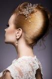 Porträt einer schönen Ingwerfrau im Bild der Braut Hintere Ansicht der Frisur Lizenzfreies Stockfoto
