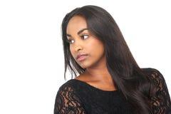 Porträt einer schönen jungen Frau, die weg schaut Stockfoto