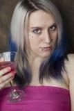 Schöne junge Frau mit blauem Haar-und Rosa-Kleid Stockfotos
