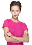 Porträt einer schönen jungen Frau mit ruhigen Gefühlen auf Gesicht Lizenzfreies Stockfoto