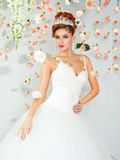Porträt einer schönen rothaarigen Braut Stockfotografie
