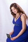 Porträt einer schönen schwangeren Frau Lizenzfreie Stockfotos