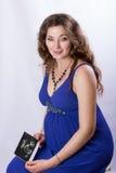 Porträt einer schönen schwangeren Frau Stockbild