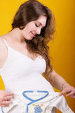 Porträt einer schönen schwangeren Frau Stockfotos