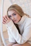 Porträt einer schönen und attraktiven jungen Frau Stockbild