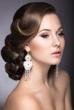 Porträt einer Schönheit im Bild der Braut Stockfotos