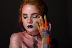 Porträt einer Schönheit mit einer kreativen Art Stockbild