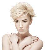 Porträt einer Schönheit mit sauberer Haut stockfotografie
