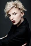 Porträt einer Schönheit mit sauberer Haut stockfotos