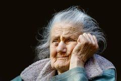 Porträt einer sehr alten geknitterten Frau Stockbilder
