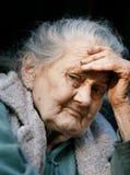 Porträt einer sehr alten geknitterten Frau Lizenzfreie Stockfotos