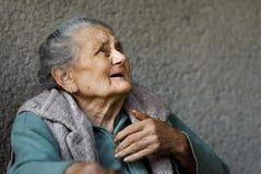 Porträt einer sehr alten geknitterten Frau Stockfoto