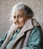 Porträt einer sehr alten geknitterten Frau Stockfotografie