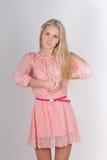 Porträt einer sehr attraktiven verärgerten Blondine Lizenzfreie Stockfotos