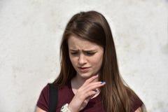 Porträt einer traurigen schauenden Jugendlichen lizenzfreie stockbilder