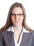 Porträt einer Verkäuferin mit Brillen in einer grauen Jacke Stockfotos