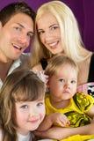 Porträt einer vierköpfigen Familie Stockbilder