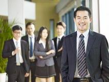 Porträt eines älteren leitenden Angestellten stockfoto